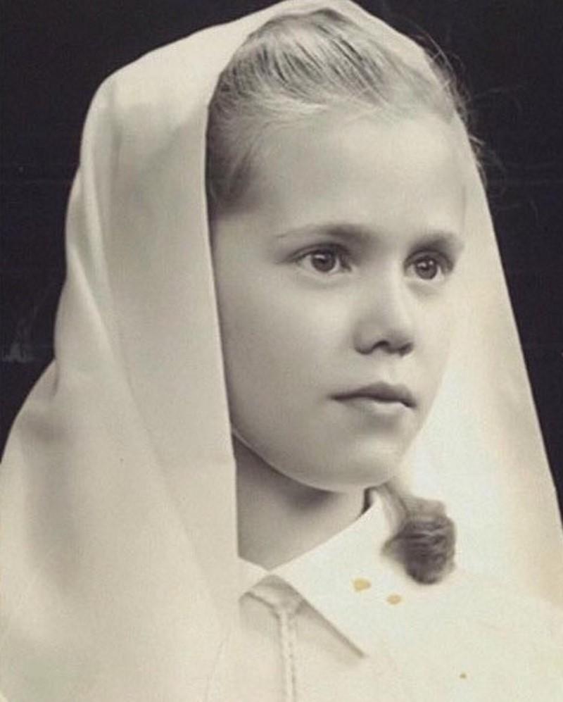 Уникальные снимки юной Брижит Макрон появились в Сети
