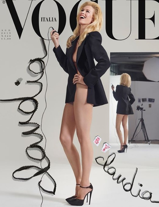В чем мать родила: Клаудия Шиффер полностью обнажилась для Vogue