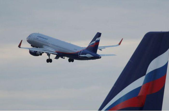«Вышли вместе из уборной»: пассажиров авиалайнера застукали на горячем. ВИДЕО