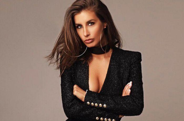 Известная российская певица похвасталась пышной грудью