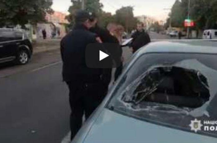 Страшное ЧП Одессе: автомобиль влетел в толпу протестующих. ВИДЕО