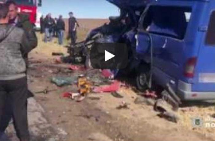 Девять погибших: Украина скорбит после страшного ДТП на Одесчине