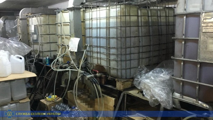 СБУ перекрыла канал поставки из РФ метилового спирта для создания контрафакта