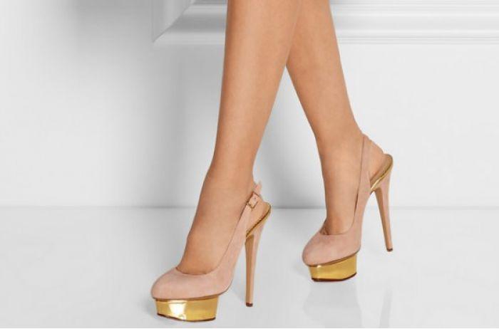 Обувь на высоком каблуке помогает женщинам в этом пикантном вопросе
