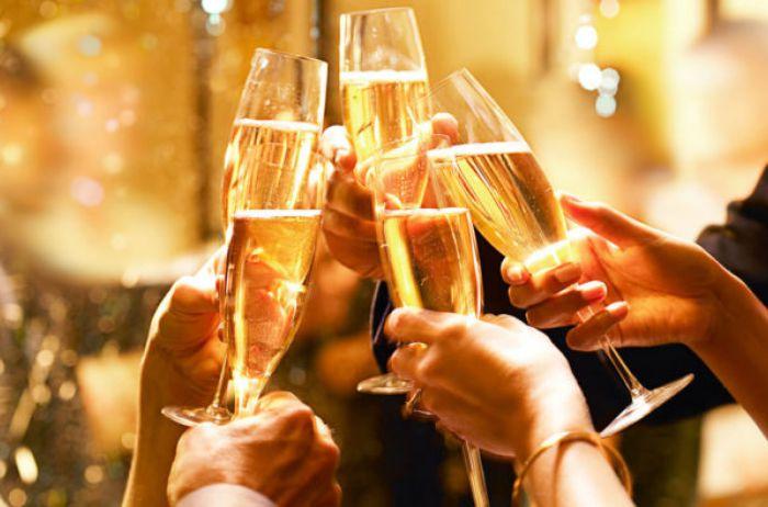 Алкоголь и женщина: медики развенчали популярные мифы