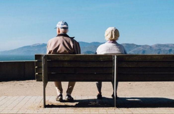 Медики назвали три причины заниматься любовью после 70 лет
