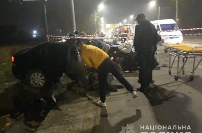 Смертельное ЧП в Николаеве: полицейские на огромной скорости врезались в столб