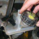 Чем заменить тормозную жидкость, если она вытекла по дороге
