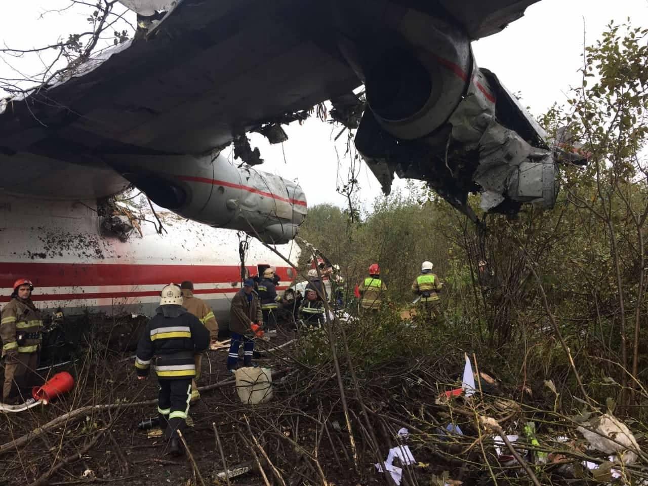 Авиакатастрофа на Львовщине: спасатели сообщают о 5 погибших. ФОТО