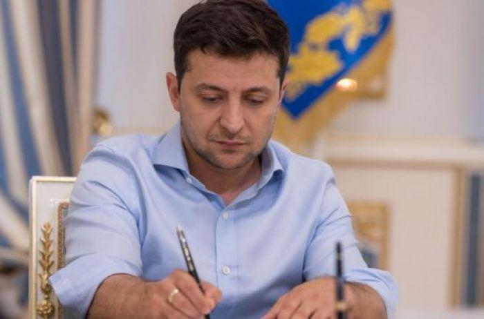 У Украины могут отобрать безвиз: политолог рассказал об «опасном» решении Зеленского