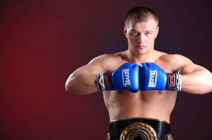 Один из лучших боксеров-супертяжеловесов Украины пошел в дальнобойщики. ФОТО