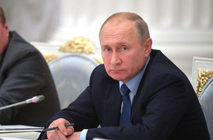 Путину мерещится, что русскому языку в мире «объявили войну»