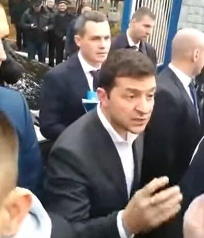 Ни вырваться, ни объехать: Зеленский приехал в Харьков и попал в засаду. ВИДЕО