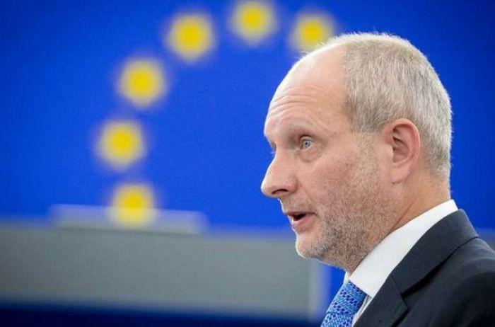 Из кормушки в мозговой центр: посол ЕС предрекает украинцам максимально светлое будущее