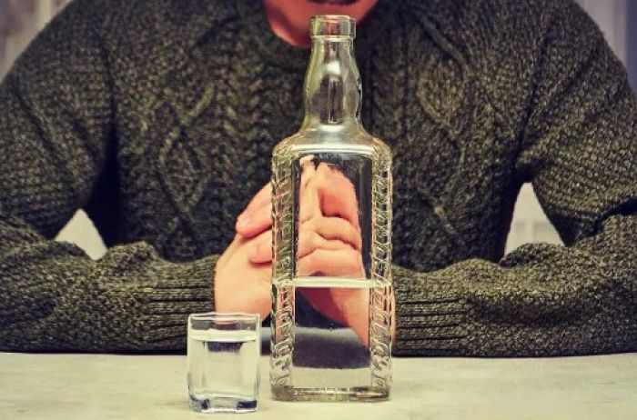 Что произойдет, если в течение месяца каждый день выпивать по бутылке водки