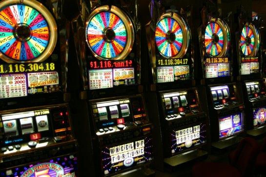 Почему лучше играть на деньги?