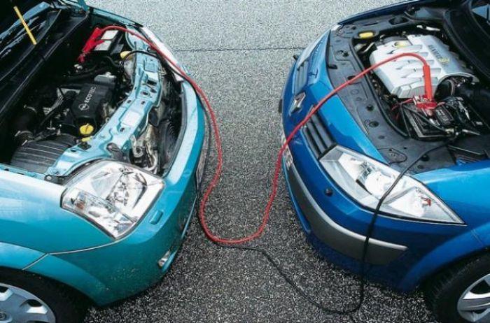 Как грамотно зарядить аккумулятор от другого авто