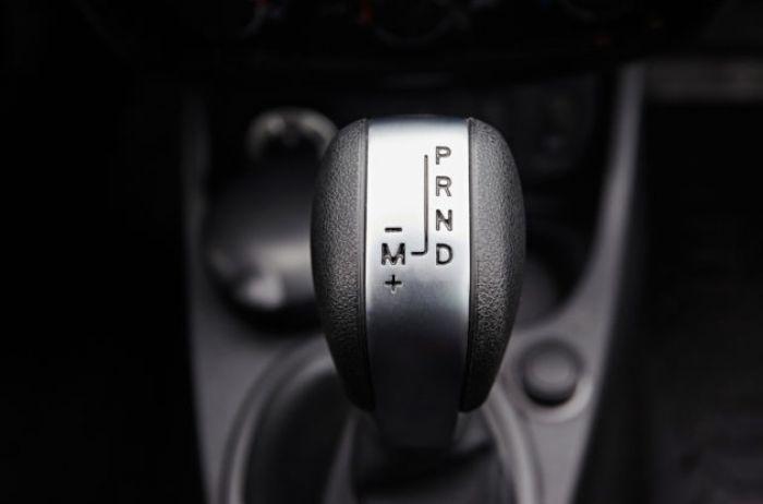 В автосервисе назвали автомобили, у которых КПП – самое проблемное место