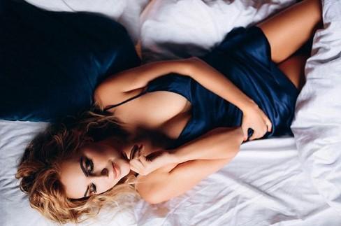 Яна Клочкова в ночной рубашке впечатлила смелым фото