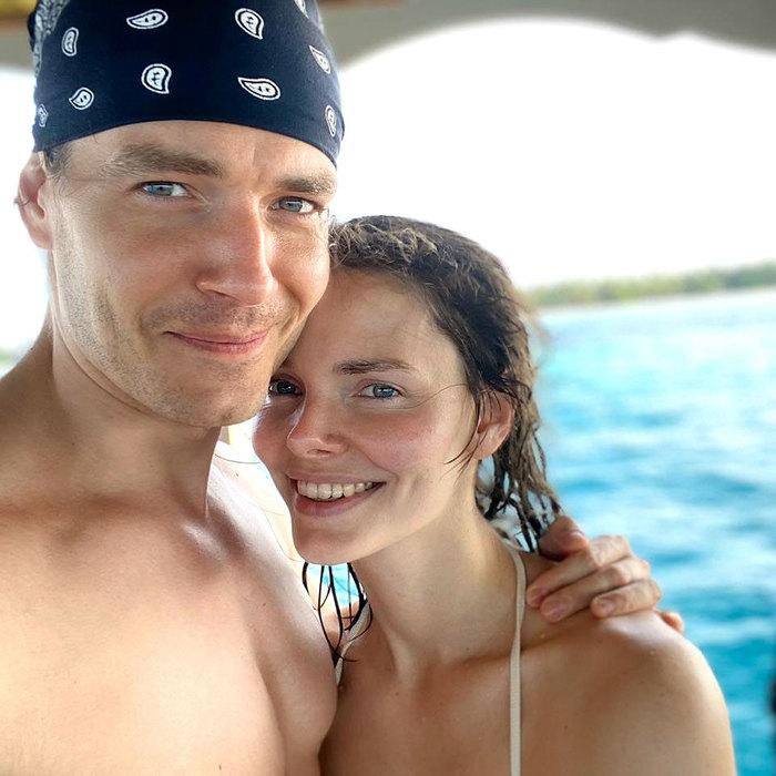 Лиза Боярская в бикини снялась с супругом на курорте