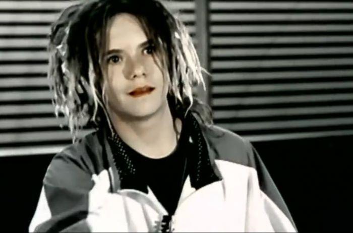 """Так сейчас выглядит подросток из клипа """"Фристайло ракамакафон"""""""