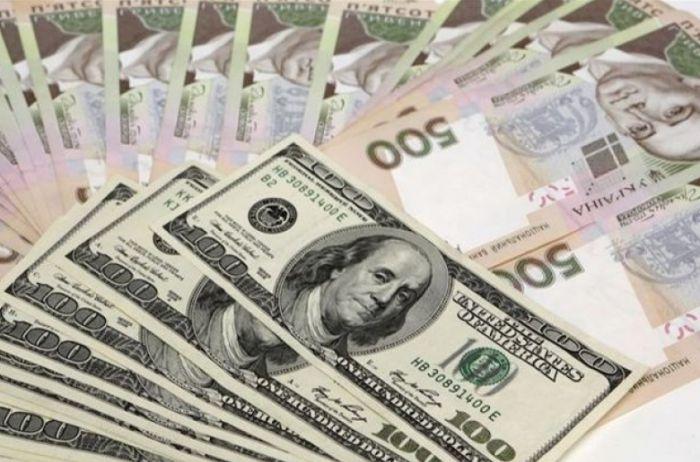 Гривну сливают: Нацбанк резко поднял курс доллара