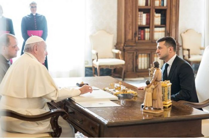 Зеленский обратился с просьбой к Папе Римскому