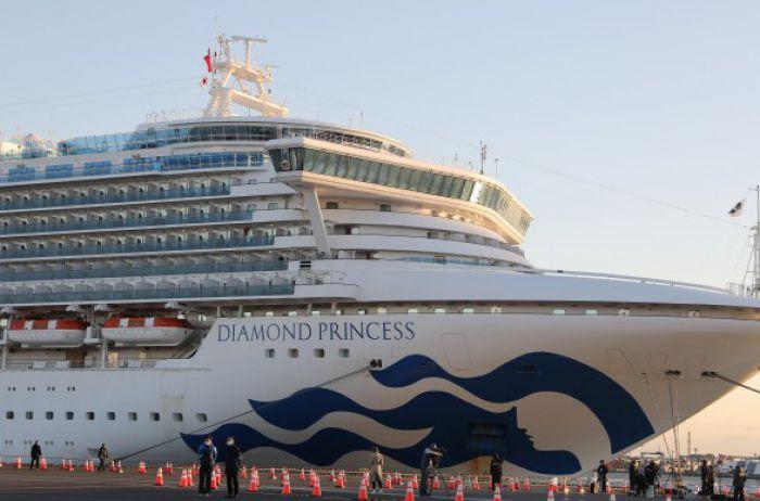 На круизном лайнере Diamond Princess коронавирус выявили еще у одного украинца