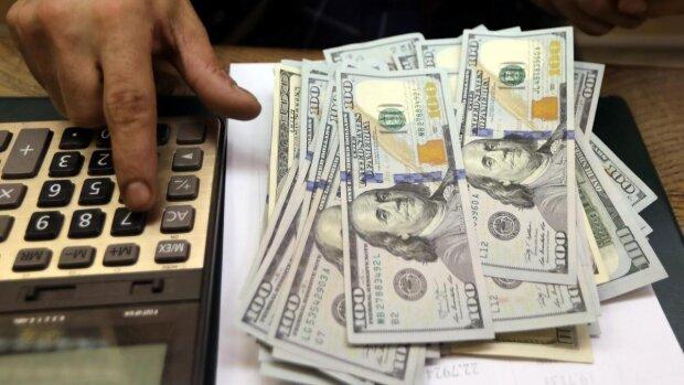 Доллар и евро потоптались по гривне