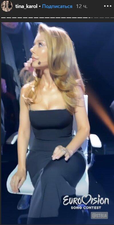 Кароль вышла на публику в платье с экстремальным декольте