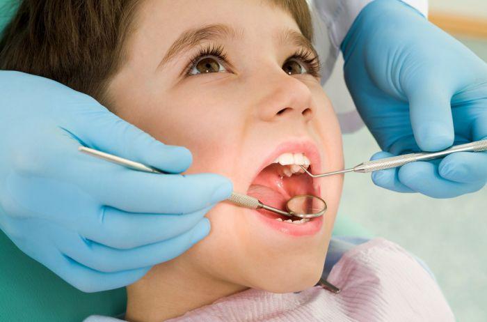 Вот почему стоматологи рекомендуют сохранять молочные зубы