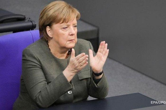 Закрывать границы нет смысла: Меркель сделала шокирующее заявление по коронавирусу
