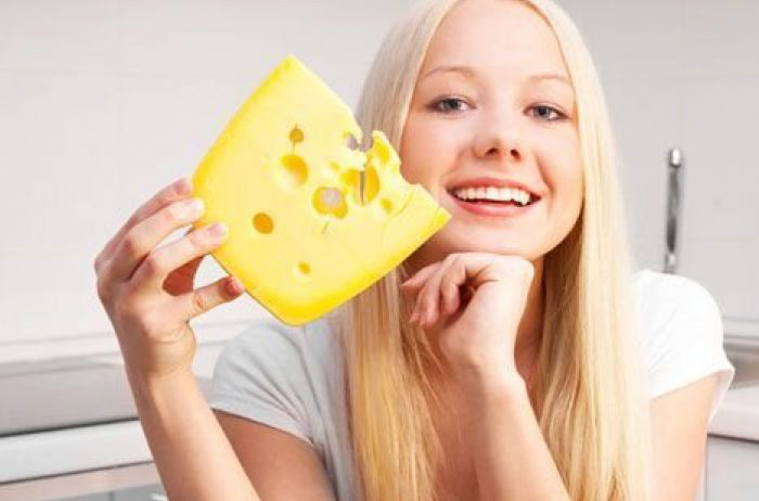Ученые сообщили, что будет, если ежедневно есть сыр