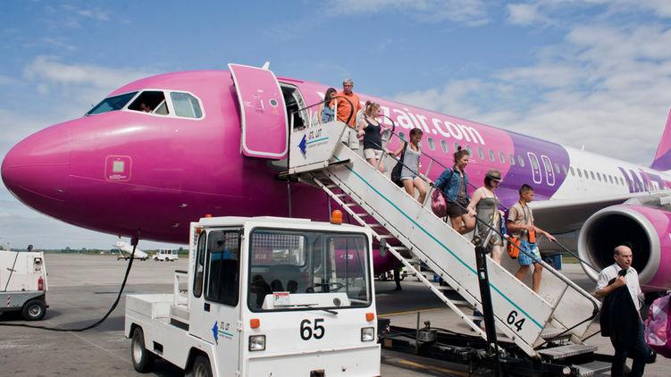 Wizz Air запретила пассажирам жаловаться на компанию