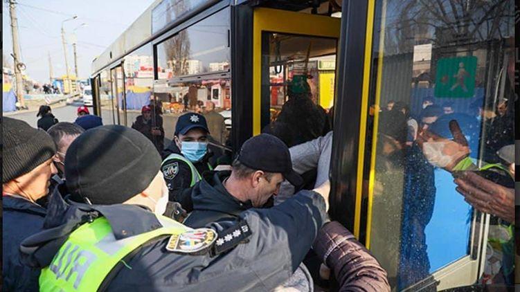 В Киеве водителей и кондукторов за нарушение карантина оштрафовали на кругленькую сумму