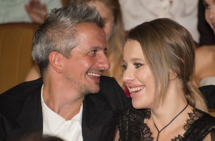 Ксения Собчак вместе с супругом занялись «этим» посреди ресторана. ВИДЕО