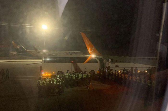 Борисполь: пассажиры из Катара устроили бунт из-за обсервации. ВИДЕО