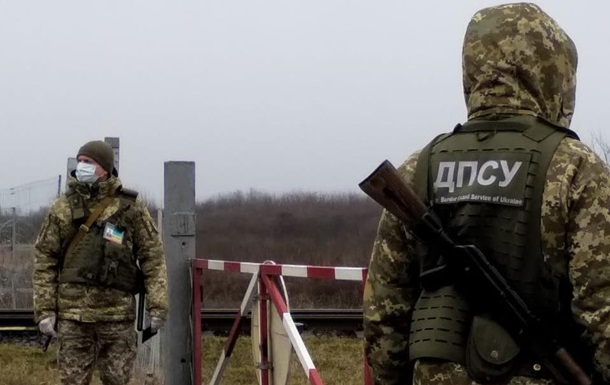 Украинцы резко перестали выезжать за границу: пассажиропоток упал в 15 раз
