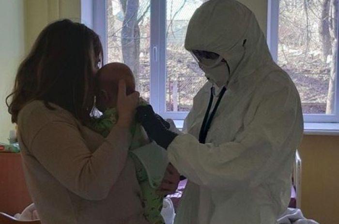В Тернополе зараженный COVID-19 трехмесячный малыш пошел на поправку
