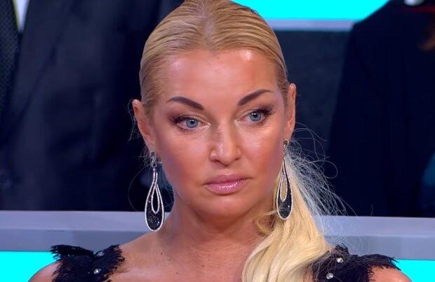 Настя Волочкова примеряла прозрачное платье