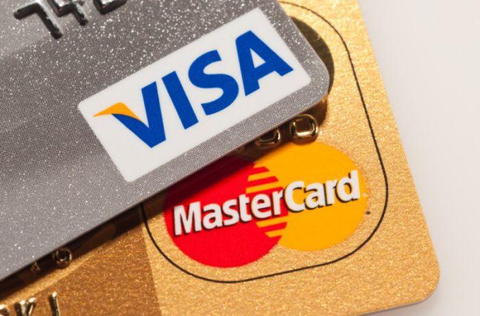 Visa и Mastercard могут повысить комиссию на свои услуги