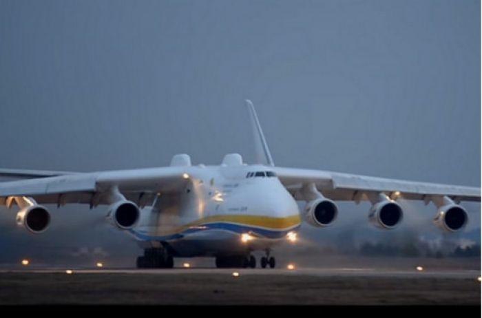 Самолет-гигант «Мрія» включился в борьбу с коронавирусом: мощное ВИДЕО