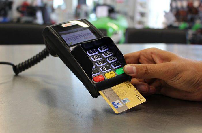 Можно лишиться денег: шесть мест, где не стоит расплачиваться банковской картой