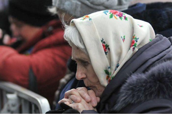 Сколько получают и как долго живут пенсионеры в Украине: грустная инфографика