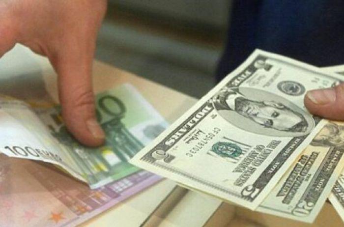 Украинцев предупредили о резком падении курса доллара