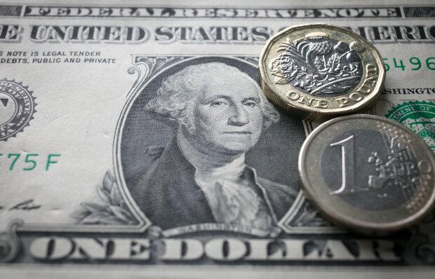 Доллар и евро резко скакнули в цене