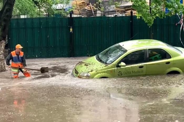 Прячьте авто и готовьте дачи: в Украине обещают мощнейший потоп