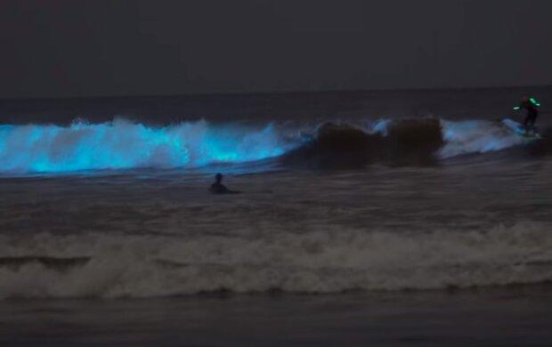 Очевидцы засняли в океане мистическое явление. ВИДЕО
