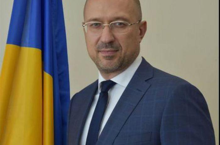 Украинцы предпенсионного возраста могут остаться без выплат: к чему нас готовит Шмыгаль