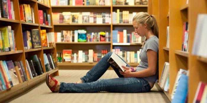 Багата бібліотека літератури для підлітків